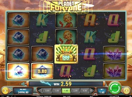 Призовая комбинация символов в игровом автомате Planet Fortune