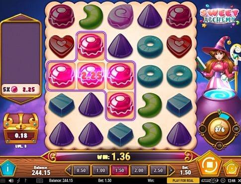 Призовая комбинация символов в игровом автомате Sweet Alchemy